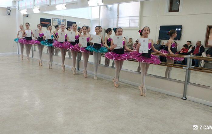Haziran 2016 Royal Academy of Dance Sınavına katılan 200 öğrencimiz %100 başarıyla olarak büyük bir gurur kaynağı olmuştur. %99 dan fazlasının altın ve gümüş madalya aldığı sınavda Mezun ve öğretmenlerimizden Arda Lek ilk kez yapılan ve en prestijli sınav olan Male Advanced 2 programını geçmiştir. Yine mezun ve öğretmenlerimizden Begüm Gönenç, Selen Aymer, Ece Çekiç de Advanced 1 programını başarıyla tamamlamıştır.